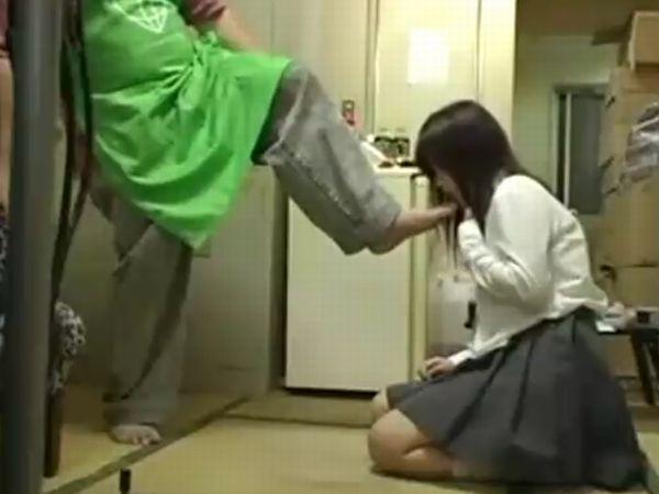 【JKいじめ】万引きした女子高生にブチ切れたドS店長!足舐め強要&強制オナニー…やりたい放題のお仕置き種付けレイプ映像