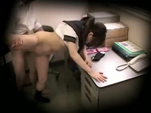 【JKお仕置き盗撮】万引きした美少女女子高生を身体検査でいじめる変態店長… 抵抗できない少女に無理やり種付けする
