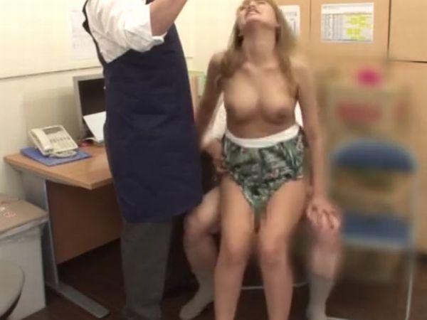 【JK万引き黒ギャル】ツナサラダをパクった超生意気な女子高生にたっぷりお仕置き… アクメの瞬間を撮影される屈辱の羞恥映像