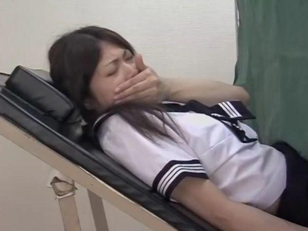 【JK孕ませ産婦人科】『痛くないですか?』返事も出来ないほど感じてしまう女子高生…セクハラ爺の少女種付け盗撮映像