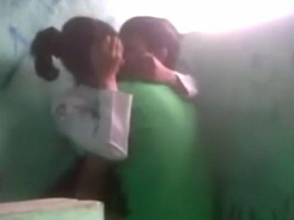 【高校生カップル】『超ムラムラしちゃう…ここでして♡』中国人素人女子高生が野外ハメする一部始終を盗撮した映像が流出!
