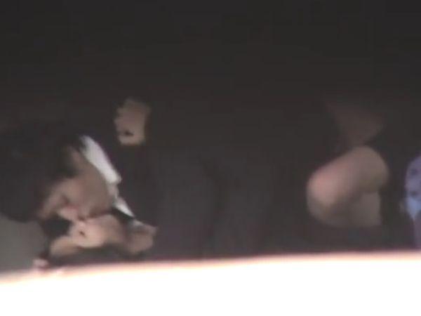 【高校生カップル盗撮】※超ヤバイやつ!発情期の女子高生が彼氏とガチで青姦してる一部始終を隠し撮りした映像が個人流出…