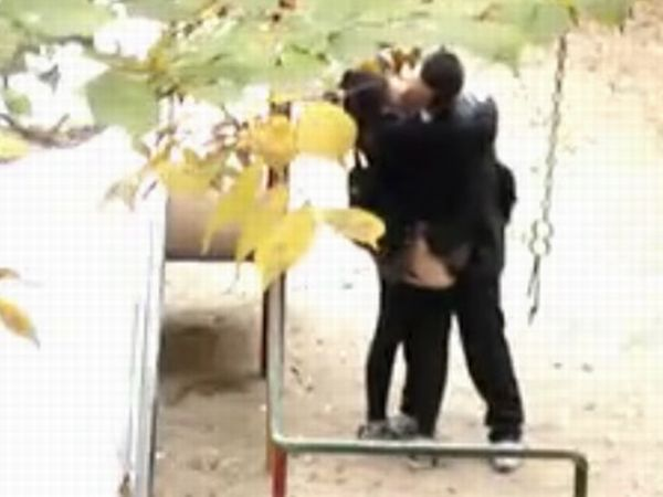 【変態素人隠し撮り】※ガチでヤバイやつ!セックス中毒の高校生カップルが公園で素股…淫乱女子高生の盗撮映像が個人投稿で流出!