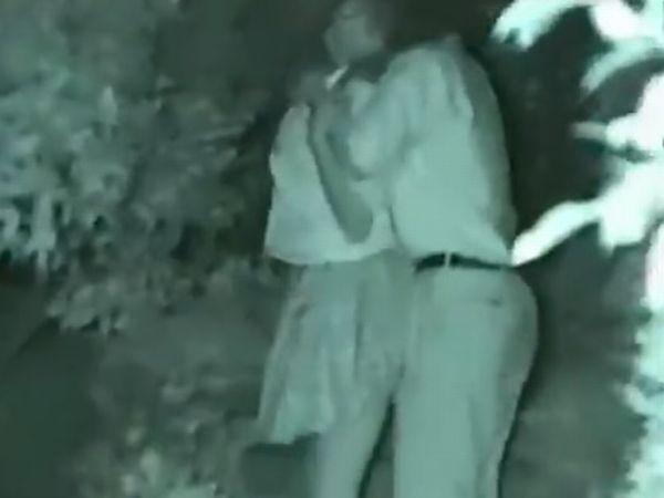 【高校生カップル盗撮】下校中に発情した女子高生を公園で立ちバックする素人カップルのガチの隠し撮り映像が一般人投稿で流出!