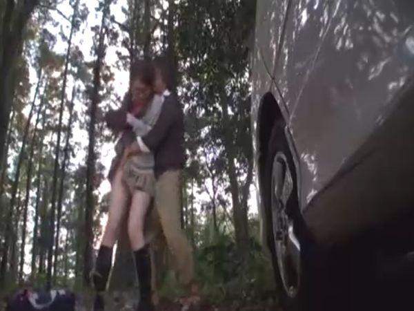 【JKレイプ】山奥に連れ込まれたメガネ女子高生… 日が落ちると同時にサイコパスに犯され為す術なくザーメンをねじ込まれる