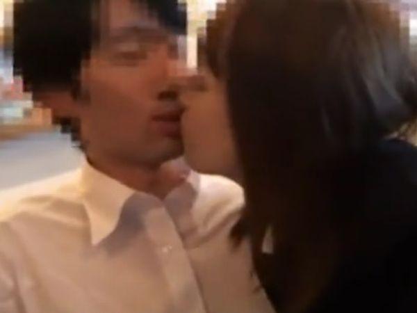 【欲情JK自撮り】『アァン…KISSやばっ…超濡れる♡』ホテル到着の前に発情した女子高生の便所フェラ抜きをスマホ撮影…