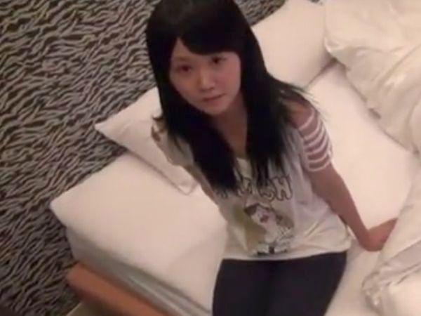【ロリ昏睡レイプ】JCみたいな女子高生を睡眠薬で落とす…完全に寝ているスレンダー少女に驚異的いたずらからの超絶レイプ!