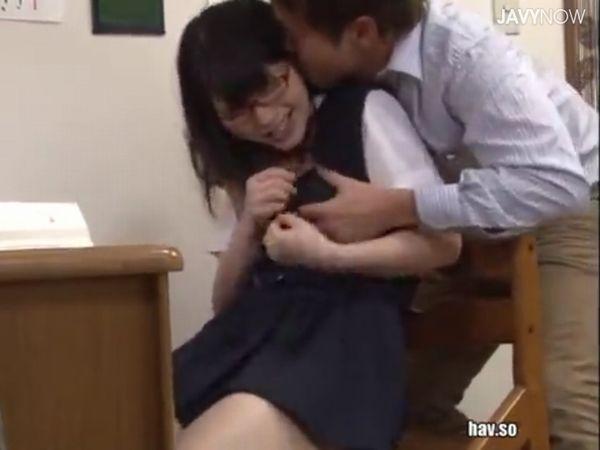 【JKメガネ初めてのレイプ】学年トップの優等生に欲情したドS家庭教師が暴走!大人のSEXにメロメロになる清楚な女子高生