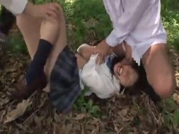 【JK野外受精】ズボンに擦れただけでカチカチになる10代の肉棒を次々にカチ込まれ濃厚ザーメンを膣内MIXされる女子高生…